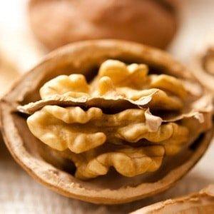 Какие полезные вещества присутствуют в грецком орехе