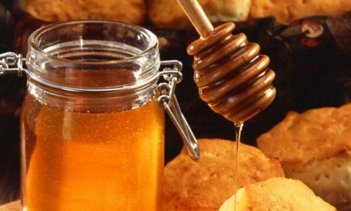 Еще один вариант лечения геморроя, это добавление к картофелю мёд. Смесь этих продуктов имеет выраженный эффект за счёт антибактериальных свойств мёда