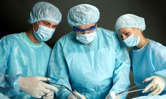 Более тяжёлые формы геморроя предполагают применение радикальных мер – например, хирургическое вмешательство