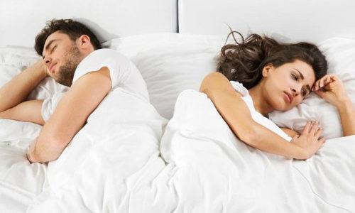 Многие пары вынуждены самостоятельно отказываться от подобного коитуса, поскольку болезненность и дискомфорт будут сопровождать обоих партнёров