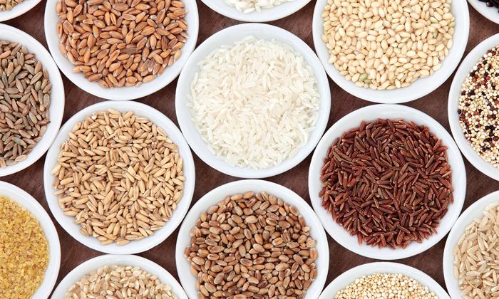 Для предупреждения запоров следует включать в рацион продукты, содержащие пищевые волокна например крупы