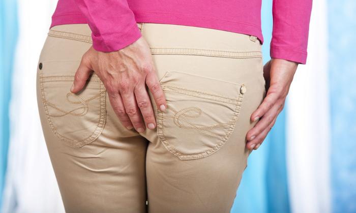 Одним из симптомов геморроя является жжение и зуд в заднем проходе