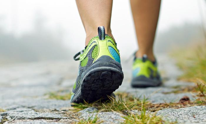 Больному рекомендована ходьба с размашистыми шагами