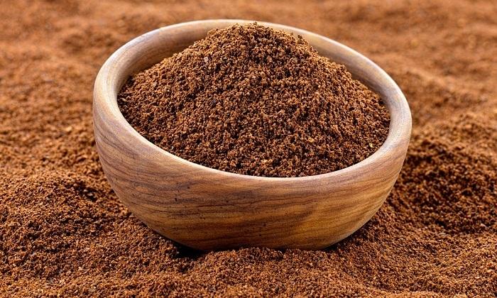 В чашке напитка из молотого кофе содержится 80 мг кофеина