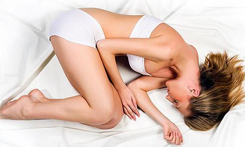 После процедуры прилягте на постель, лучше лежать на боку и оставайтесь так примерно 30 минут
