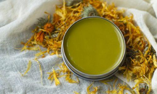 Дополнительным ингредиентом, который составляет мазевую основу средства, является жёлтый вазелин