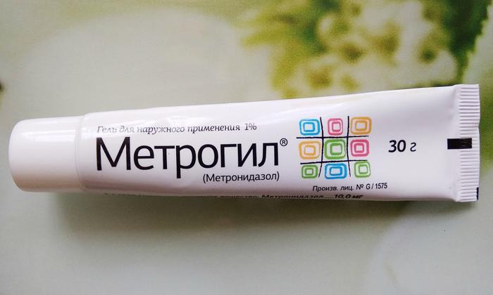 Бактерицидный и бактериостатический эффекты Метрогила достигается за счет блокирования синтеза генетического материала бактерий и простейших