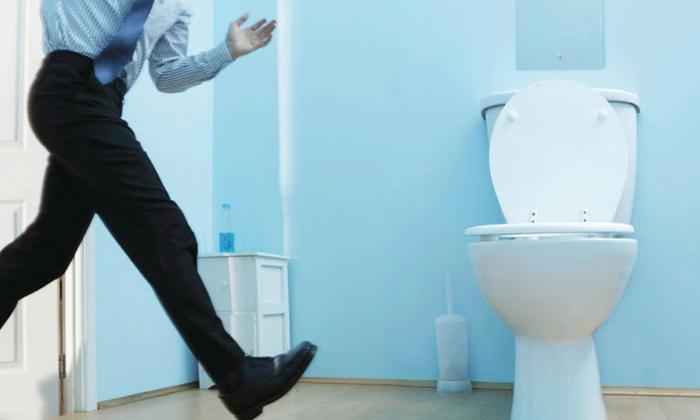 Симптомом рака кишечника могут быть ложные позывы в туалет