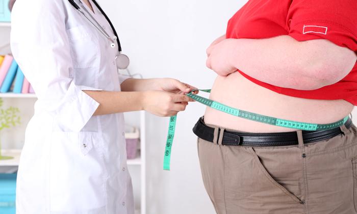 Боли в копчике может спровоцировать ожирение