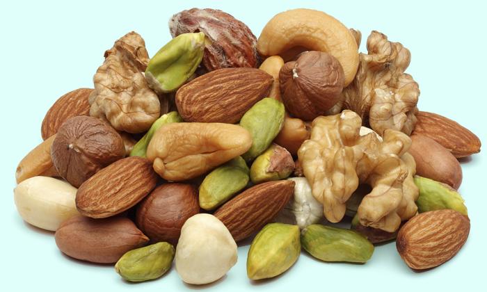 Необходимо исключить из рациона такие продукты, как орехи