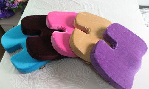 Удобней всего на стул размещать и затем использовать подушку от геморроя из поролона