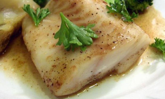 Отказываться от нежирных рыбных блюд нельзя, так как в них содержатся белковые элементы, участвующие в регенерации тканей