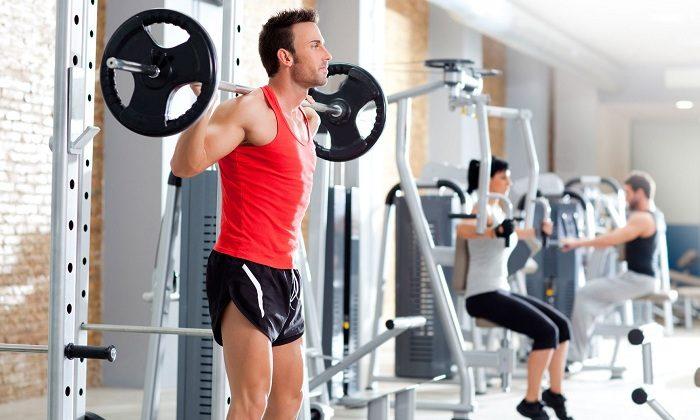 Также образованию геморроидальных шишек способствует поднятие тяжестей