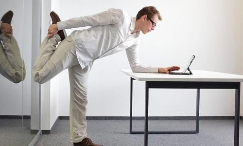 Усилить эффективность воздействия антигеморройной подушки можно, сделав специальные физические упражнения