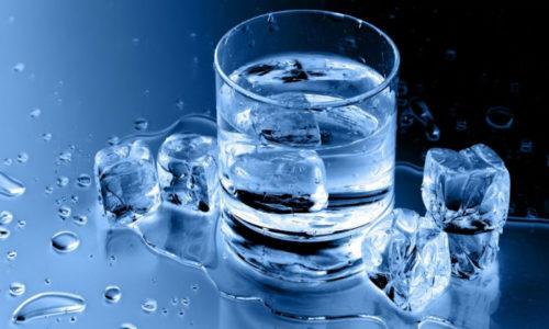 Самым популярным и эффективным методом, который рекомендует нетрадиционная медицина при геморрое, является лечение холодной водой