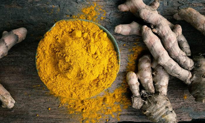 Экстракт куркумы является отличным противовоспалительным и противозудным средством, которое также уменьшает раздражение кожи