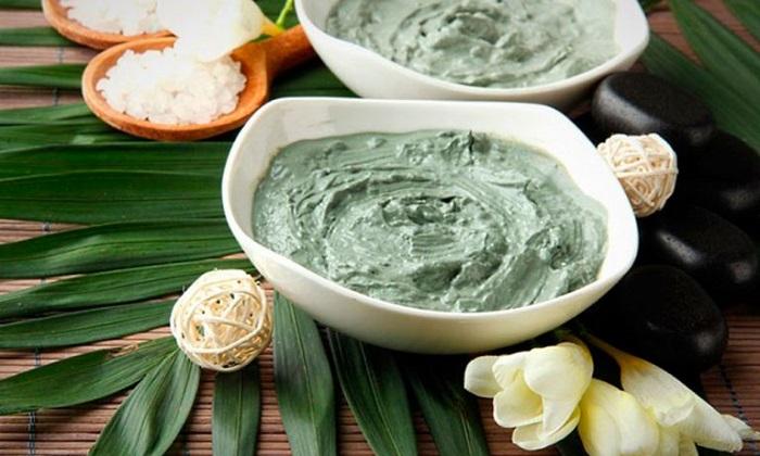 Зеленая глина поможет скрепить стул и уменьшит воспаление в стенках кишечника