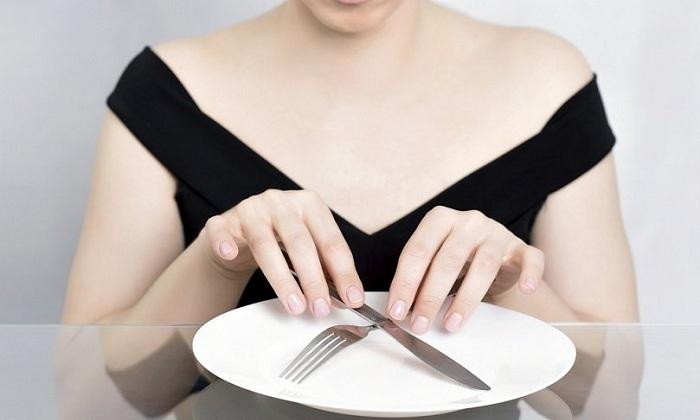 При колите рекомендуют лечебное голодание на 24-48 часов