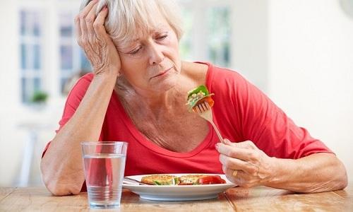 На второй стадии развития цирроза печени человек жалуется на потерю аппетита