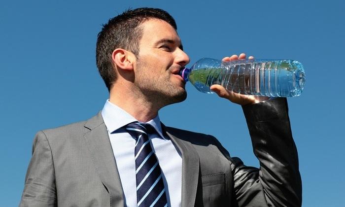 При циррозе необходимо употреблять достаточное количество жидкости – 1,5-2,5 литра в сутки