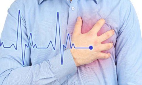 Посещение бани не рекомендовано гипертоникам и людям с серьёзными сердечными заболеваниями