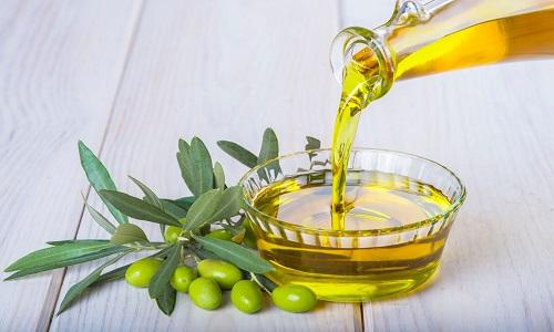 Хороший результат в лечении геморроя показывают клизмы с маслами. Для этих целей можно использовать вазелиновое, подсолнечное и оливковое масла
