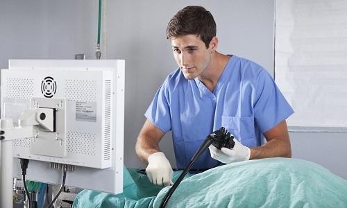 Аноскопия помогает «заглянуть» в ректальный канал на глубину до 10-12 сантиметров