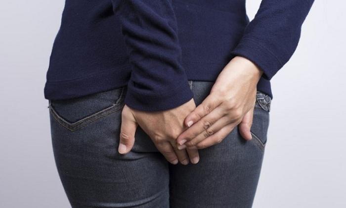 На наличие болезни сигнализирует дискомфорт, зуд и жжение в заднем проходе и перианальной области