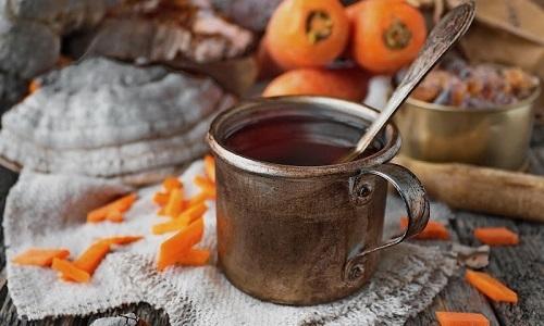 Регулярное употребление морковного чая помогает снять воспаление в области заднего прохода