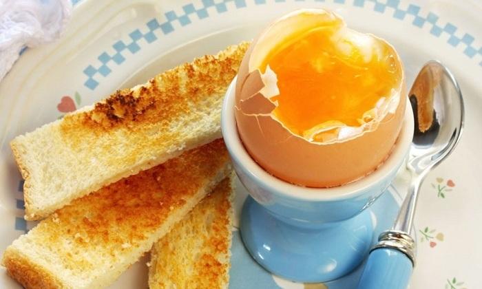 При частых запорах лучше не употреблять яйца