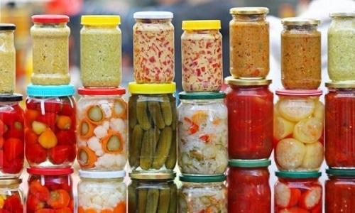 Вредна при геморрое консервация, особенно солёная или острая
