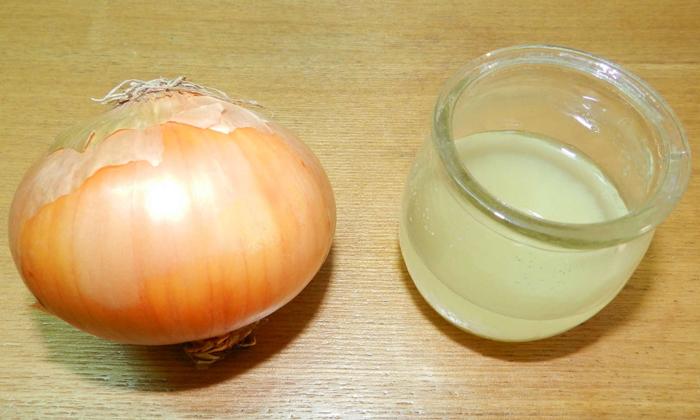 Смесь свежевыжатого лукового сока и мёда в равных пропорциях позволяет снизить интенсивность воспаления