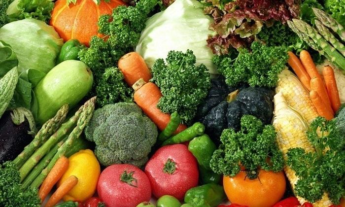 Отсутствие в рационе овощей приводит к запорам, увеличивающим давление на венозные сплетения органов малого таза