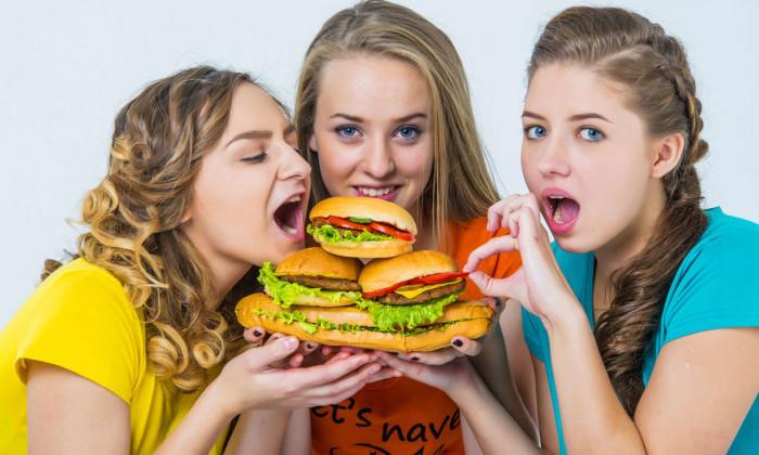 Неправильное питание очень часто становится причиной развития геморроя