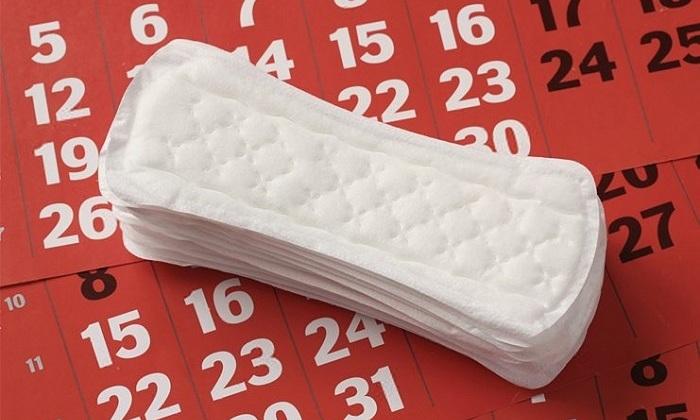 Также нужно приготовить прокладки, так как свечка подтекает при таянии, а это может доставить неприятности в виде испачканного белья