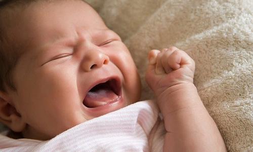 У грудных детей Ихтиоловая мазь может вызывать плач и истерику