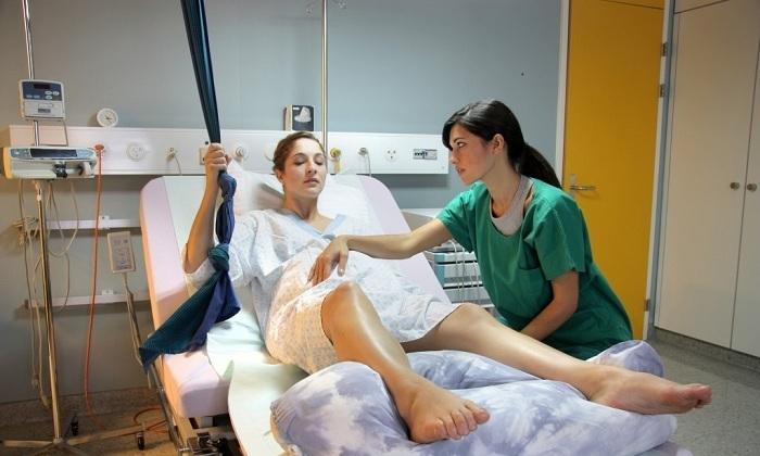 Кровотечение при геморрое появляется из-за потуг и схваток во время родовой деятельности