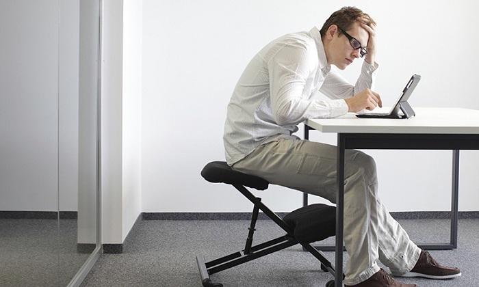 Развитие геморроя у мужчин вызывает сидячая работа