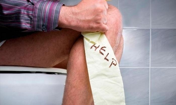 Геморроидальное кровотечение нередко появляется при хронических запорах