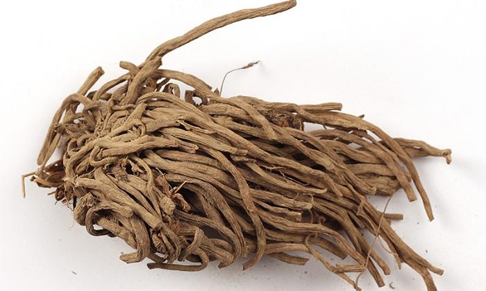 Избавить от боли при геморрое поможет компресс из отвара корня валерианы