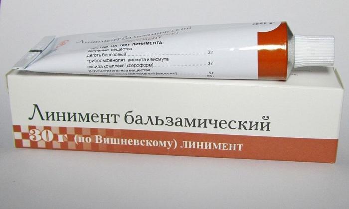 Мазь Вишневского обладает обеззараживающим и противовоспалительным действием, смягчает воспаленную область