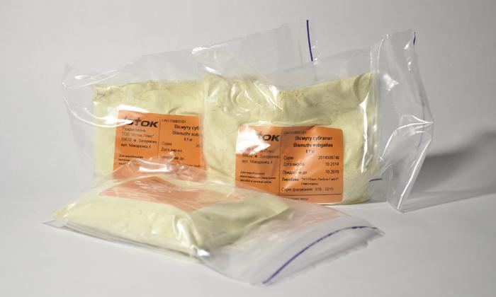 Висмута субгаллат (дерматол) обладает вяжущим, подсушивающим и обволакивающим эффектами