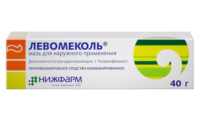 При проникновении инфекции геморройные узлы нужно смазывать такими препаратами, как Левомеколь