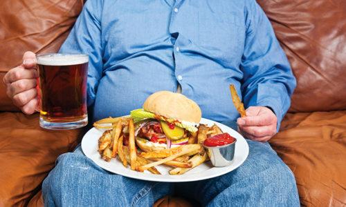 Неправильный рацион и увлечение алкоголем, приводит к притоку крови к органам