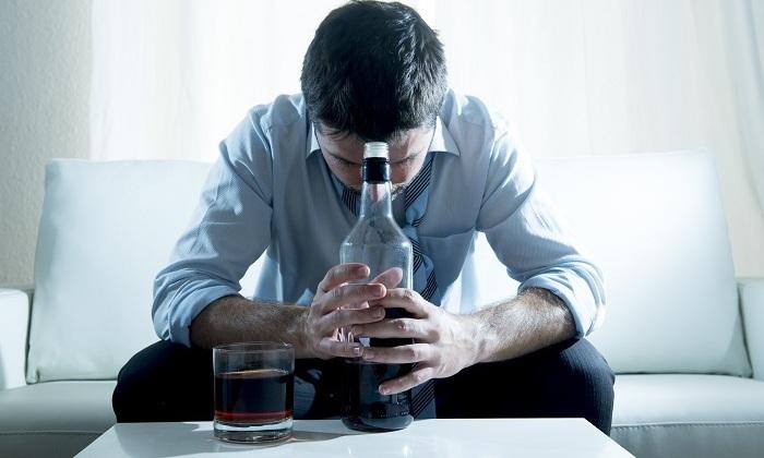 Увлечённость спиртными напитками вызывает развитие болезни