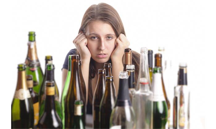 К «провокаторам» болезни относят злоупотребление алкоголем