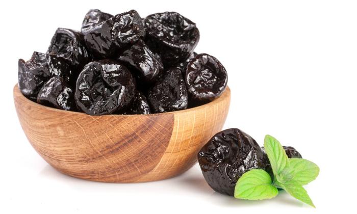 Чтобы приготовить лечебную смесь от геморроя нужно взять чернослив