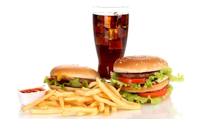 К «провокаторам» болезни относят вредную пищу