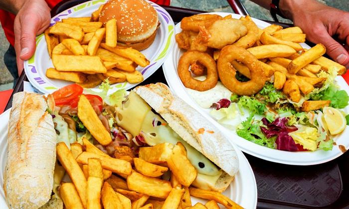 Болезнь может спровоцировать жирная пища