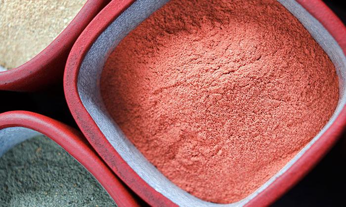 В качестве ингредиентов в народной медицине используют глину
